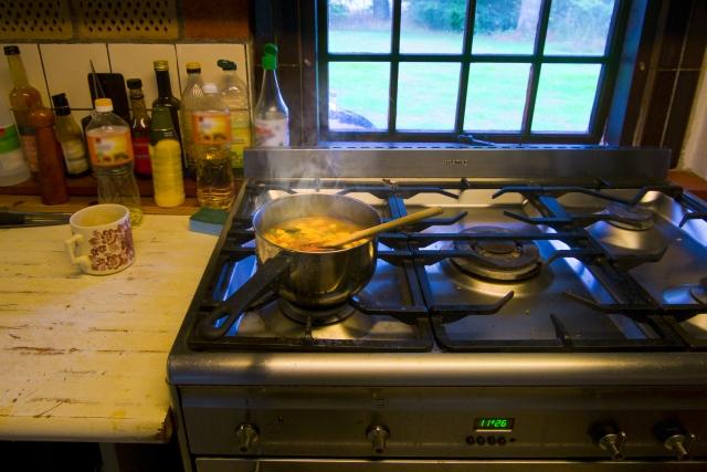 温かい料理 暖かい体 暖かい心 加熱 台所 黄金の食事法